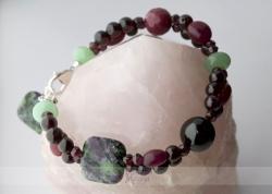 Granatų, nefrito ir rubino su zoisitu apyrankė PETRA
