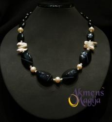 Oniksų ir perlų vėrinys KORNELIJA
