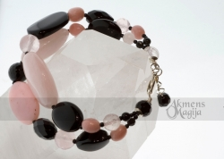 Rožinio kvarco, oniksų ir opalo apyrankė MŪZA