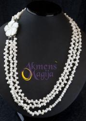 Trijų eilių perlų vėrinys su kriauklės gėle LEONORA